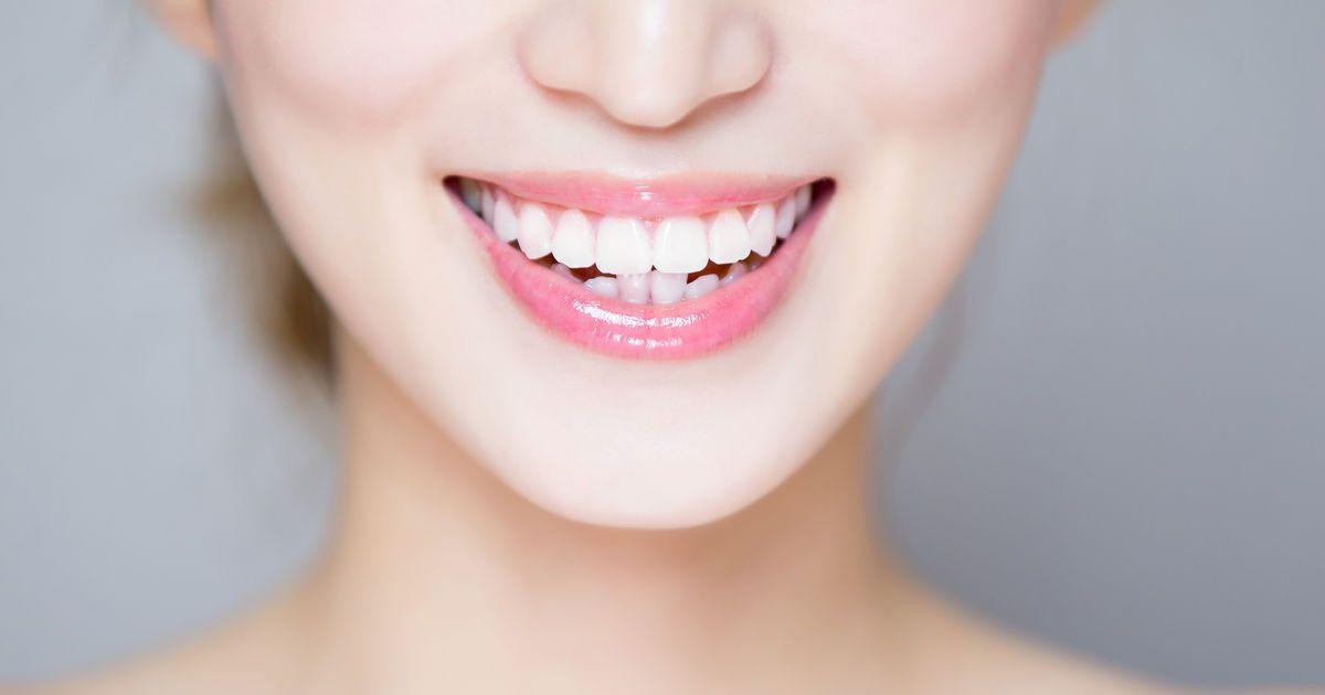 Как отбелить зубы самостоятельно в домашних условиях