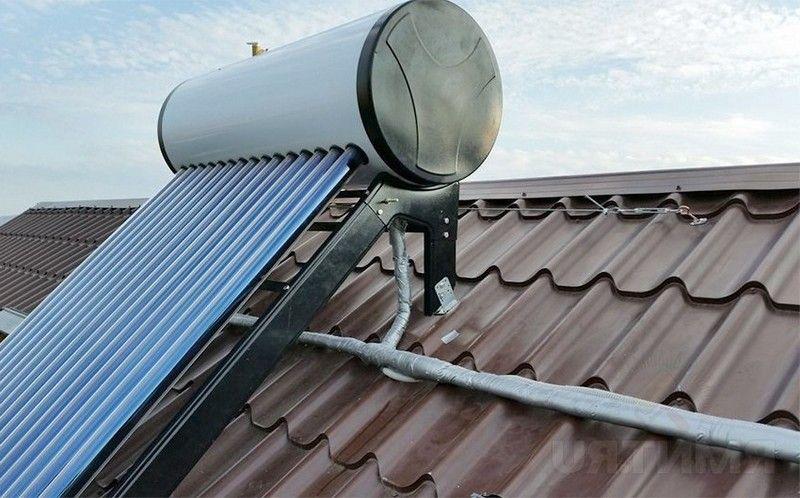 Концентрирующий солнечный коллектор. Нагрев воды солнечной энергией. Солнечный водонагреватель.