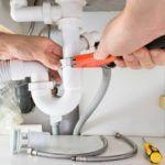 Что делать при прорыве трубы водопровода или при засоре стояка канализации. Как устранить течь
