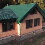 Арболитовый 1-этажный дом у леса, площадь 127 м2, кровля металлочерепица z-lock. Смотрим, обсуждаем