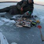 Весенняя рыбалка,последний лёд!Жирная Плотва и окунь на мелководье.Белоярское водохранилище апрель!