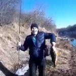 Крупный улов. Рыбалка в челябинской области в речке вонючке.